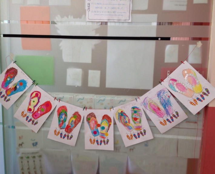 Chanclas para niños en los Talleres de Verano en ingles en Welcome to the World